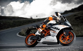 Official Video Of KTM RC390 On Race Track Revealed!