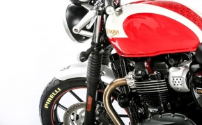 New Triumph Bonneville Range Rides On Pirelli PHANTOM™ Sportscomp
