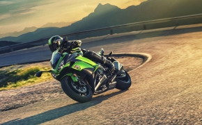 2017 Kawasaki Ninja 1000 Overview- <br /> The new meaning to &quot;BANG for BUCK&quot;